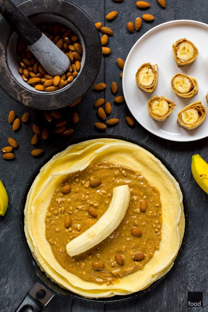 Naleśniki ryżowe z masłem migdałowym i bananami