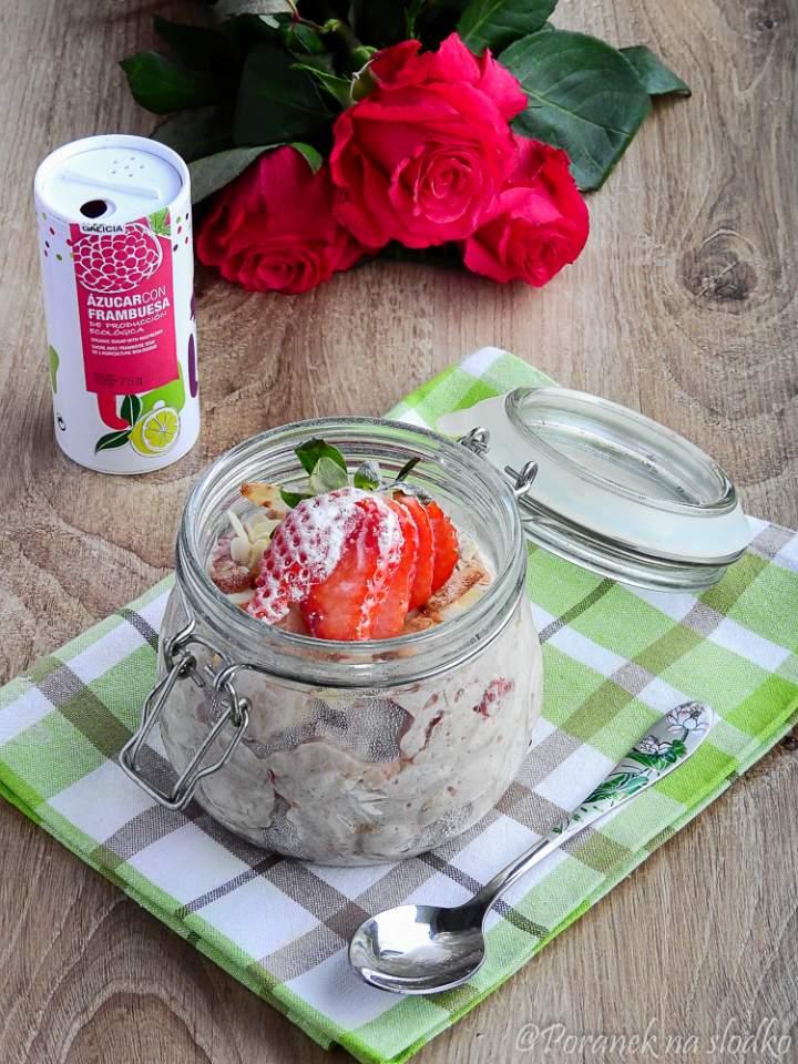 Nocna owsianka malinowo – truskawkowa i hiszpańskie produkty Porto-Muiños.
