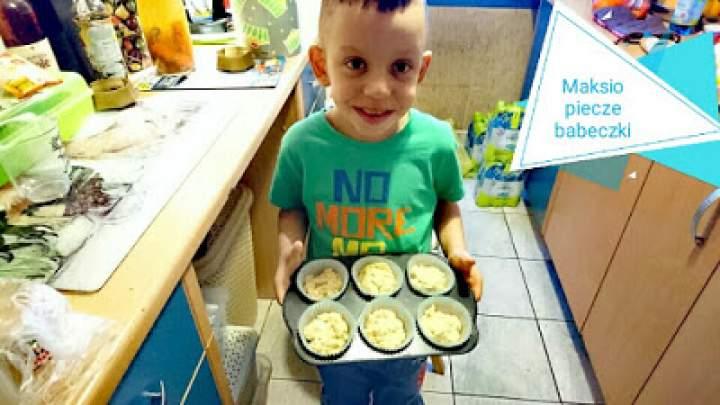 Babeczki z sokiem z coca-coli i pizza na pysznych blachach ;) Gotowanie z dzieckiem jest super.