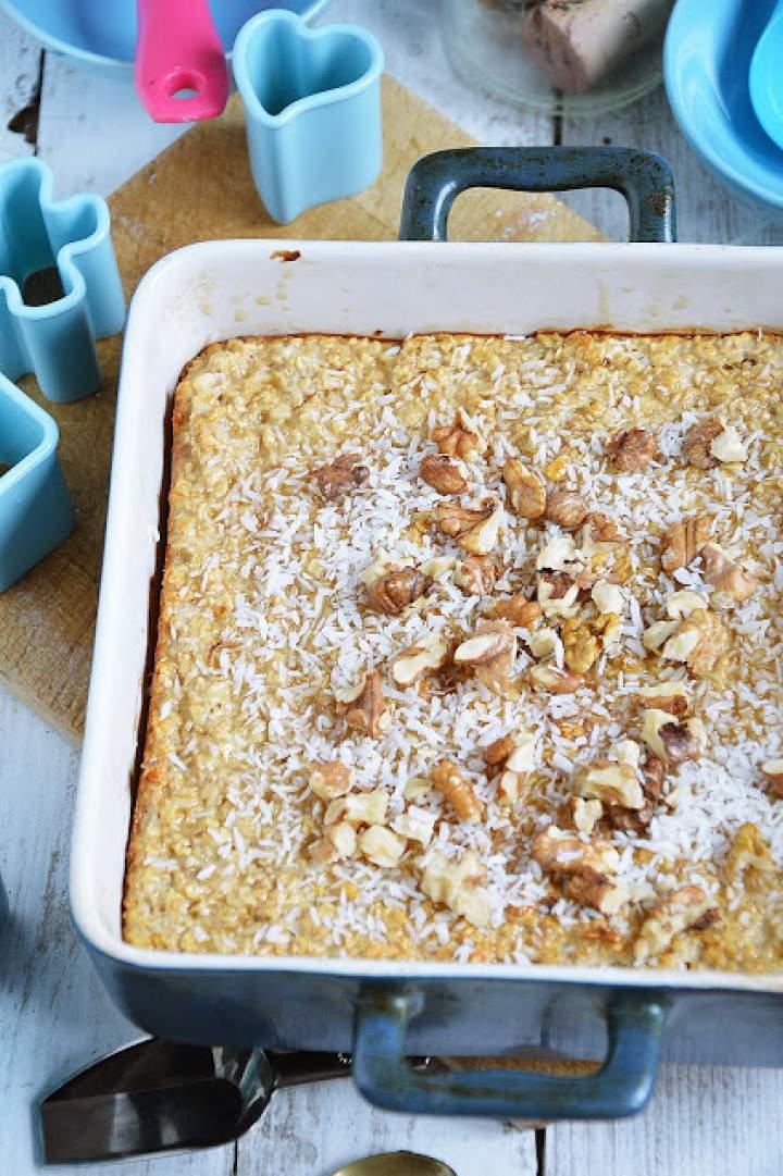 Pieczona owsianka z kokosem i orzechami włoskimi