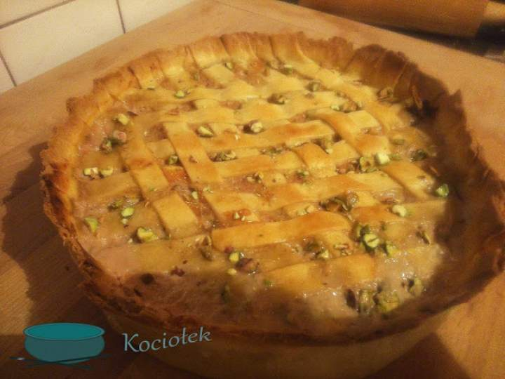 Tort mięsny z pistacjami