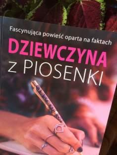 """""""Dziewczyna z piosenki"""" – recenzja książki"""