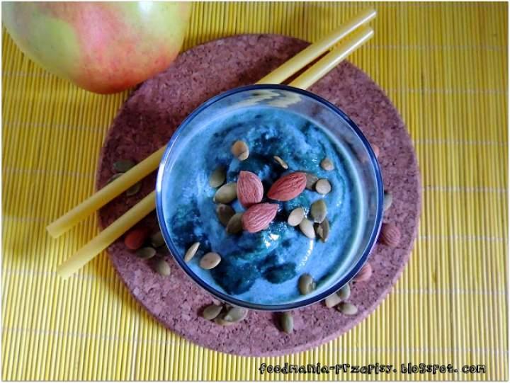 jabłko + banan + jogurt sojowy + spirulina + pestki moreli + pestki dyni