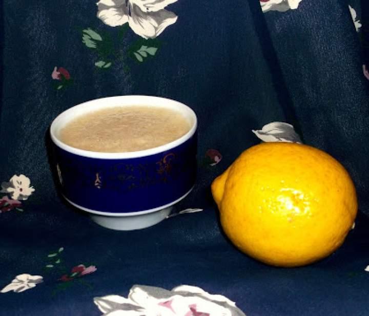 Napój sodowo-cytrynowy z maca i bananem