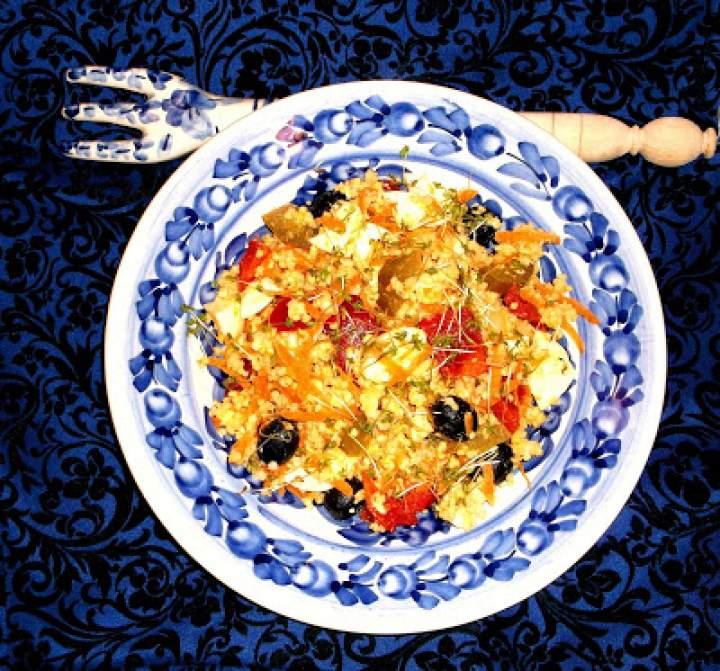 Sałatka jaglano warzywna z czerwona papryką