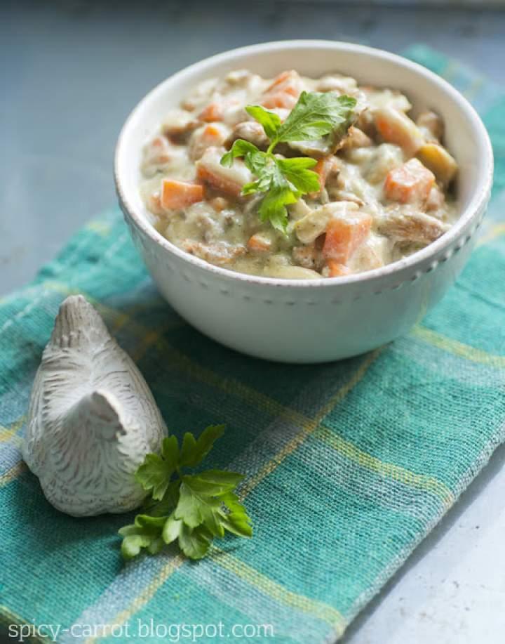 Duszone grzyby z warzywami – idealne danie do makaronu