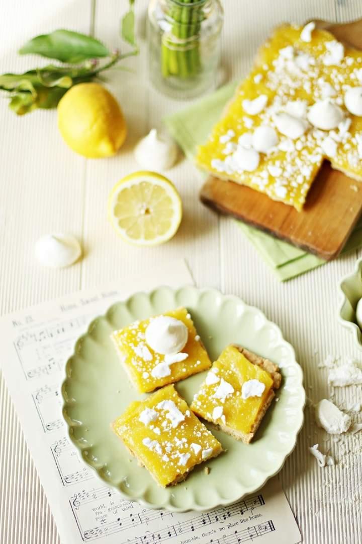 Mazurek cytrynowy z bezami