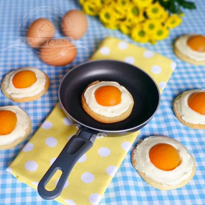Wielkanocne ciastka z morelami a'la jajka sadzone