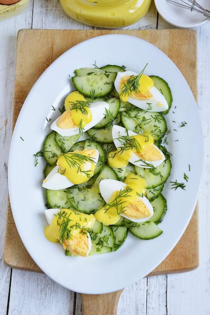 Sałatka z ogórkiem, jajkiem i domowym majonezem