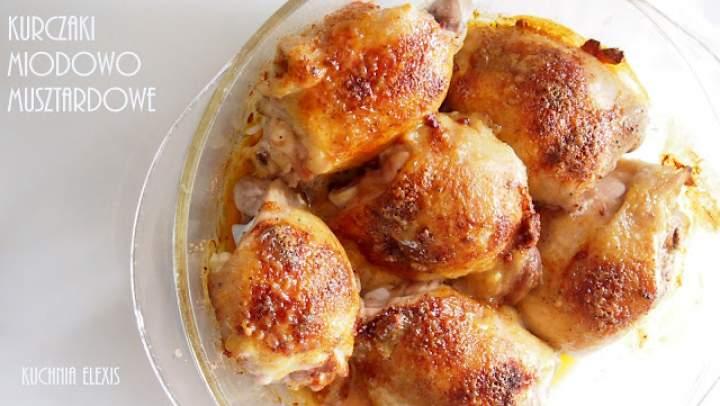 Przepis na soczyste udka z kurczaka w glazurze miodowo musztardowej. Z filmikiem.
