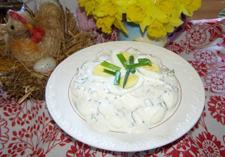 jajka w sosie majonezowo-jogurtowym ze szczypiorkiem…