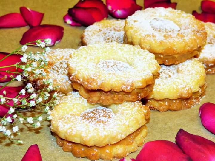 Marcepanowe ciasteczka z kajmakiem