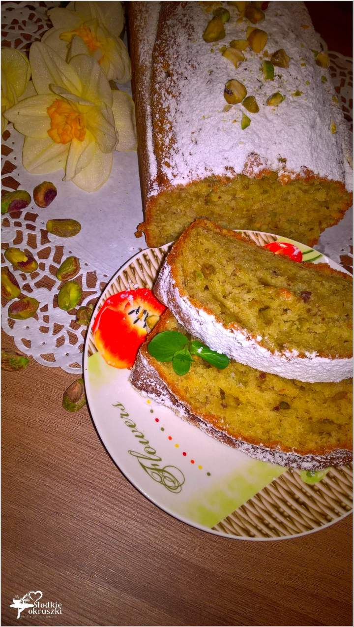 Pistacjowe ciasto na jogurcie (szybkie)