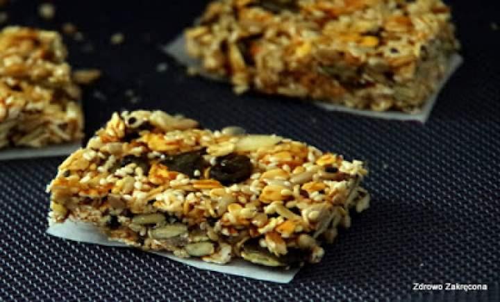 Super crunchy snack bars, czyli baardzo chrupiące batony z ziaren i płatków. Bez dodatku tłuszczu, bez pieczenia, wegańskie.