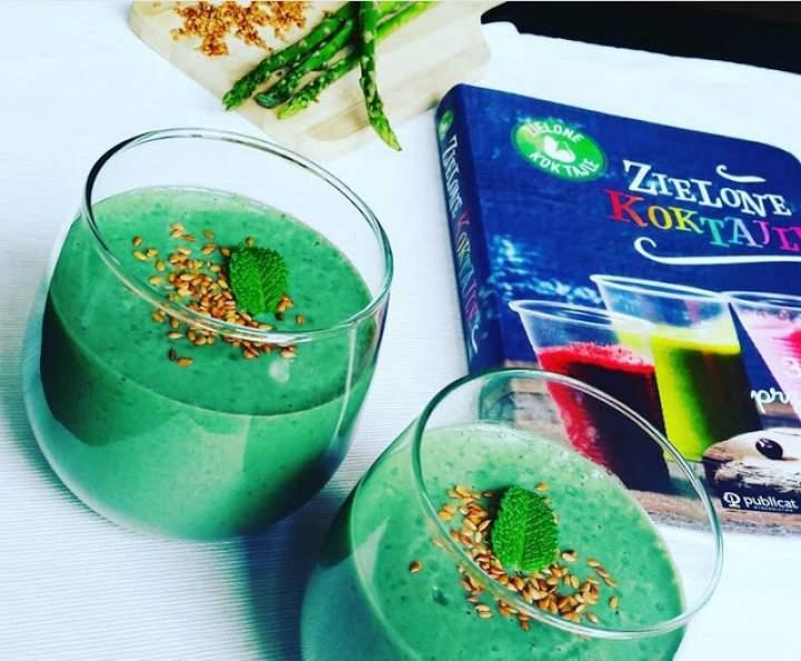 szparagi + mięta + spirulina + banan + woda kokosowa + sezam