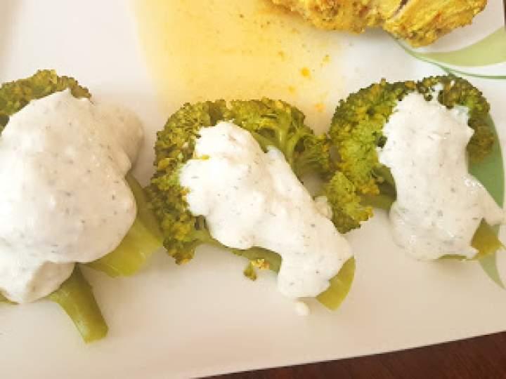 Brokuły w jogurcie greckim i fetą