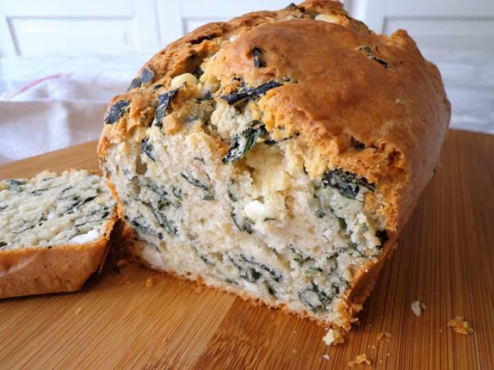 Chleb z jarmużem i serem feta (Pane con cavolo nero e feta)