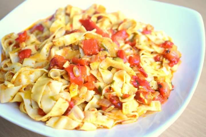 Makaron sojowy z sosem paprykowym – wegańsko i bez glutenu :)