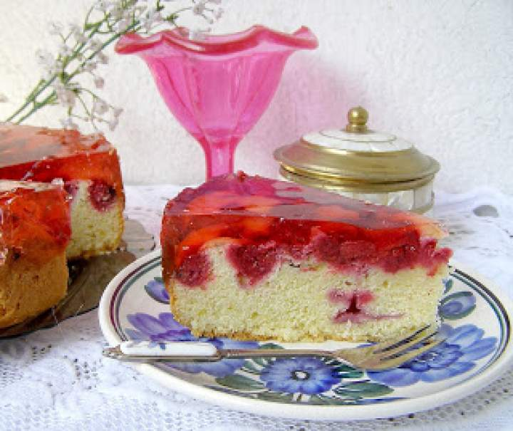 łatwe ucierane ciasto z malinami i galaretką…
