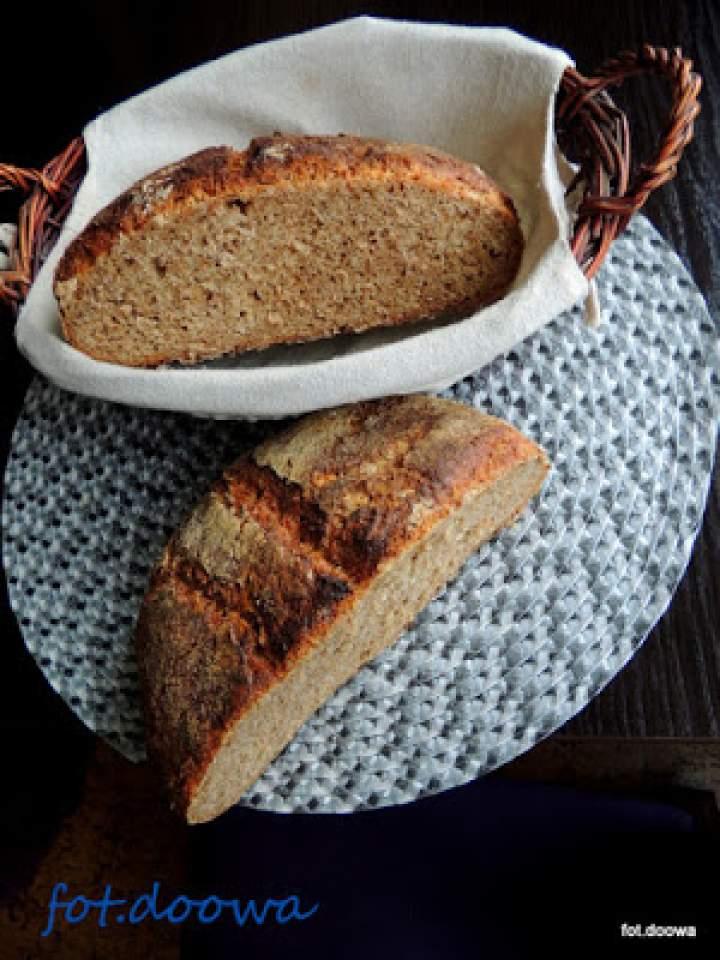Chleb na zakwasie z dzikich drożdży: śliwek, rodzynków i kminku