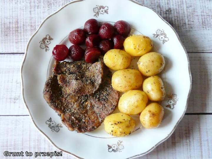 Karkówka ziołowa pieczona z młodymi ziemniakami