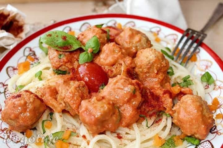 Kuleczki cielęce z makaronem i sosem pomidorowo-śmietanowym/Spaghetti z kuleczkami cielęcymi i sosem pomidorowo-śmietanowym