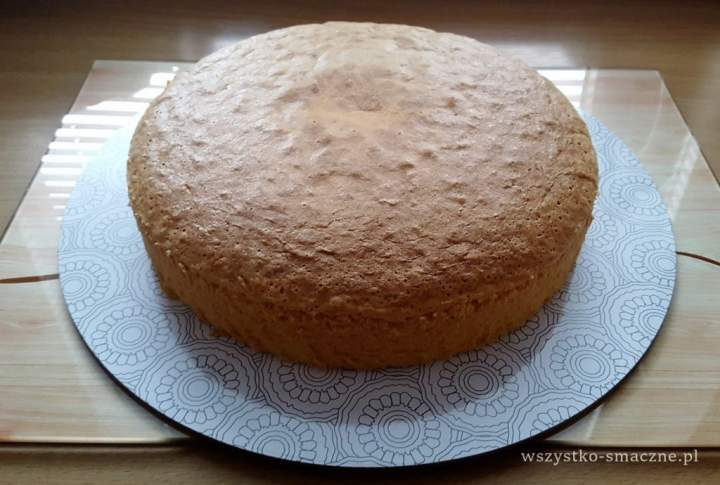 Wysoki biszkopt idealny na tort