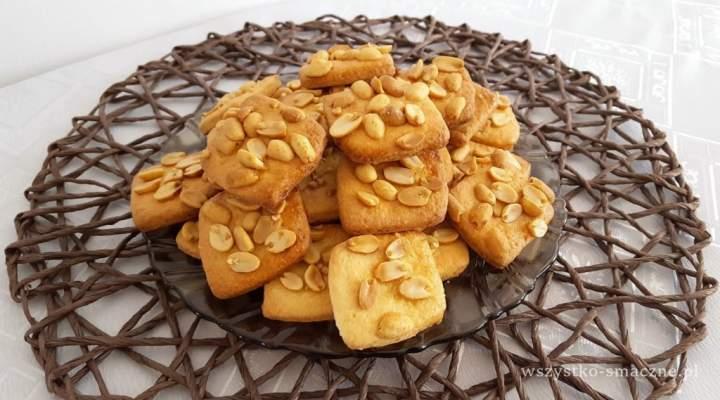 Maślane ciastka z orzeszkami ziemnymi