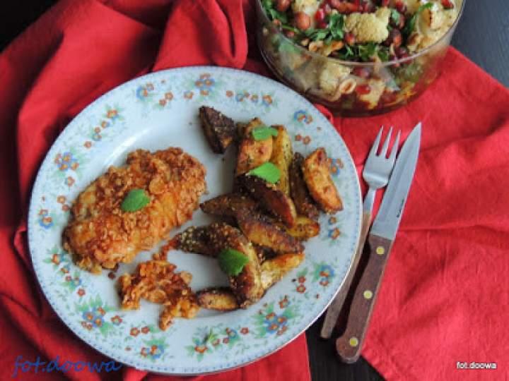 Pieczone ziemniaki z chrupiącym filetem z kurczaka