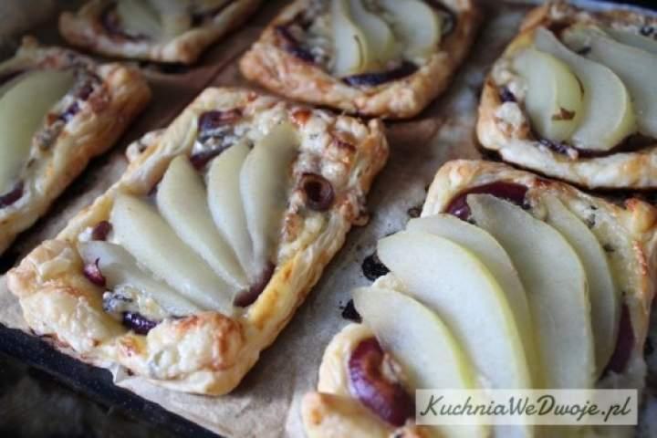 Tartaletki z gruszką i serem pleśniowym