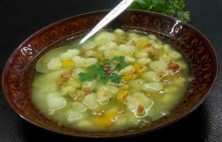 Domowe zacierki i młode warzywa- para idealna!