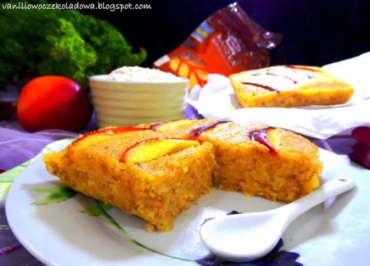 Polenta z kaszy kukurydzianej na słodko z nektarynką i amarantusem (Vege & gluten free)