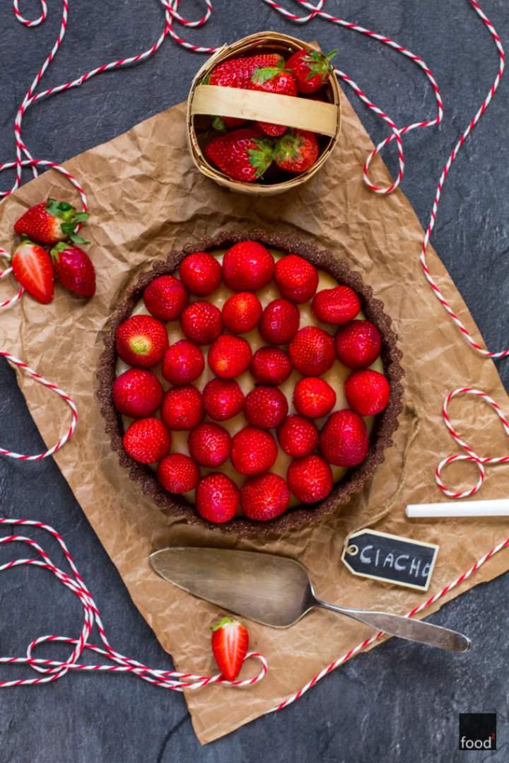 Tarta z truskawkami na mące kokosowej z kremem waniliowym