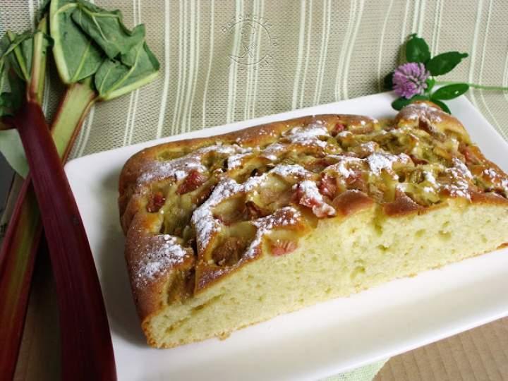 Ekspresowe Ciasto Kefirowe Z Rabarbarem