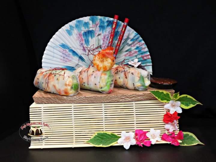 Spring rolls z awokado i krewetkami