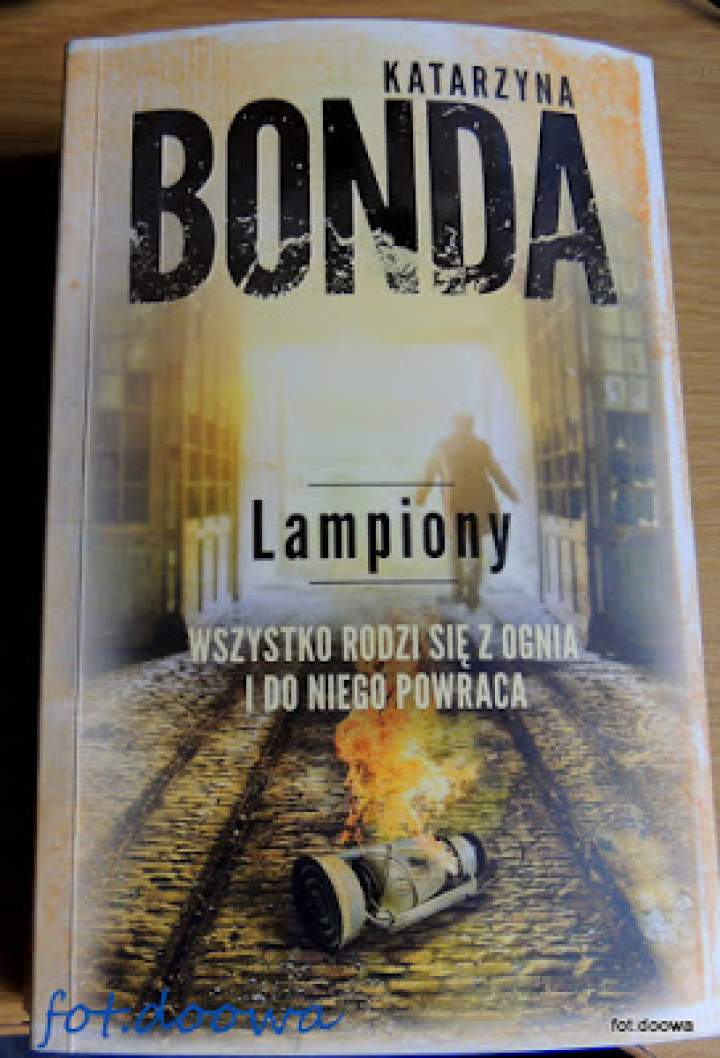 """""""Lampiony"""" Katarzyna Bonda – recenzja książki"""