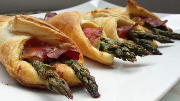 Szparagi w cieście francuskim z szynką parmeńską