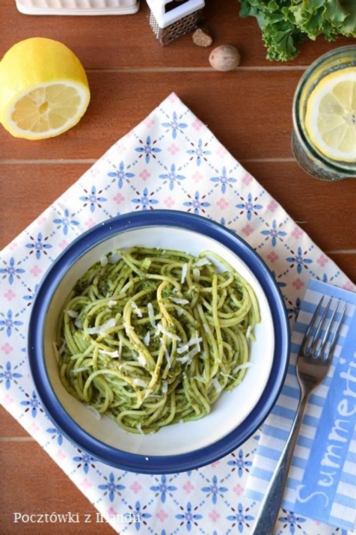 Spaghetti z pesto z jarmużu
