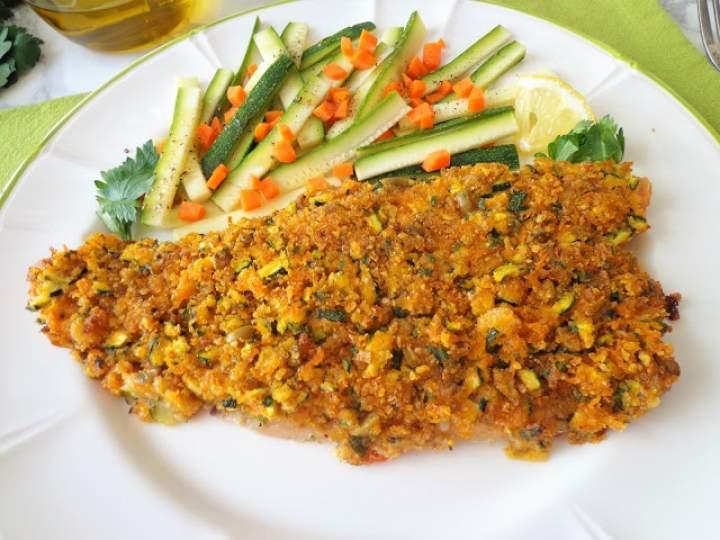 Filety pstrąga łososiowego pieczone w panierce z cukinią i marchewką (Filetti di trota salmonata gratinati con zucchine e carote)