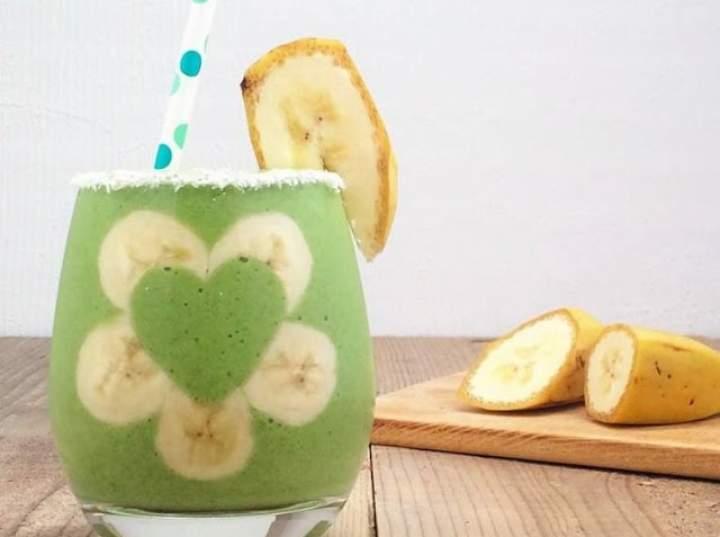 szpinak + banan + olej kokosowy + mleko sojowe