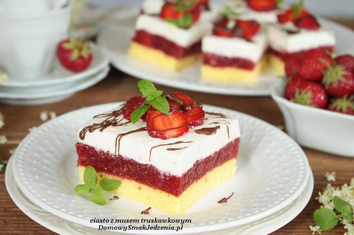 ciasto z musem truskawkowym oraz kremem z mascarpone