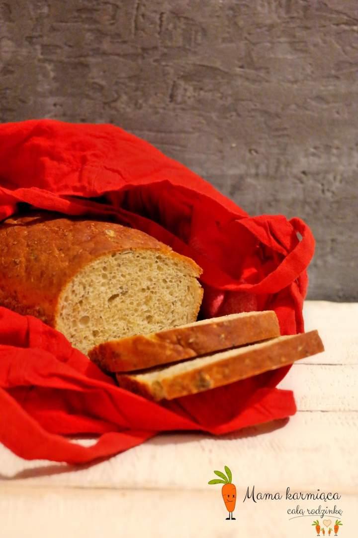 Chleb z nasionami chia i pestkami dyni
