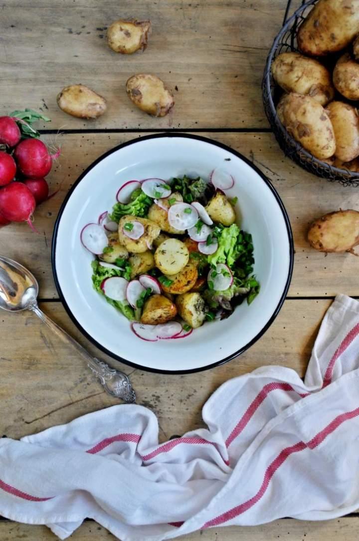Sałatka z pieczonymi młodymi ziemniakami