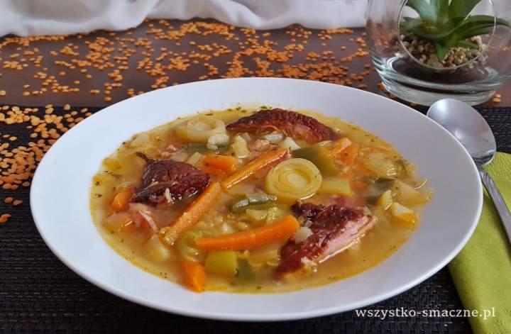 Zupa porowa z czerwoną soczewicą