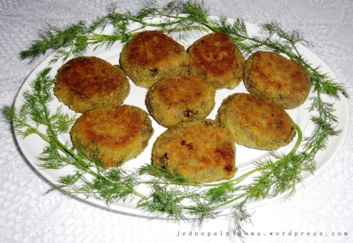 Klopsiki bakłażanowe z pistacjami i mozzarellą