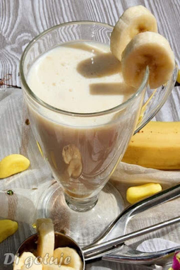 Mleczny shake bananowo-waniliowy