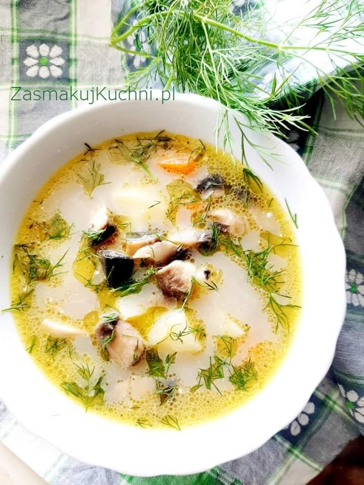 Zupa koperkowa z pieczarkami