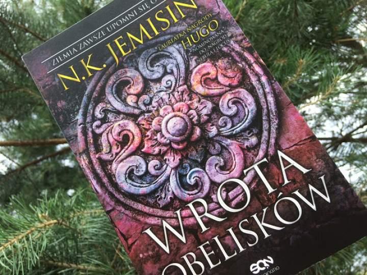"""""""Wrota obelisków"""" – recenzja książki"""