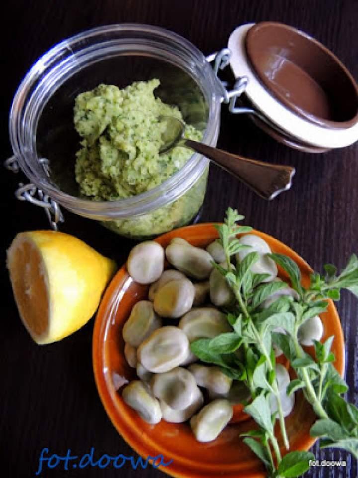 Pasta z bobu z miętą i cytryną