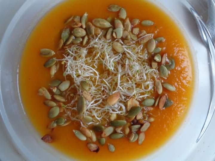 Typowe jesienne smaki, czyli zupa-krem dyniowo-marchwiowa
